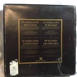 Scadia Dining - Scandia Gould/Gold Present 24 karat Gold Plating